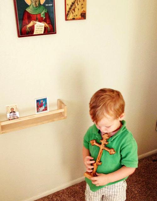 Дете се моли